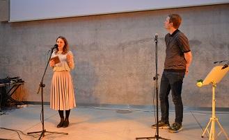 Natalia Czarcińska i Marcin Lorenc z UAP przedstawili działania i efekty pracy Uniwersytetu Artystycznego Trzeciego Wieku na UAP.